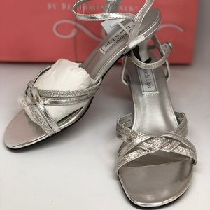 NIB💥 TOUCH UP SIlver Jane Sandals Size 7M